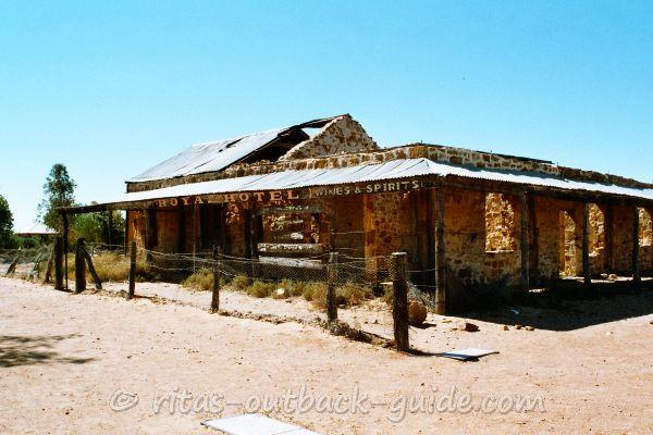 Ruin of a former hotel in the Outback town of Birdsville
