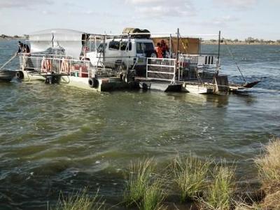 Car Ferry on Cooper Ck