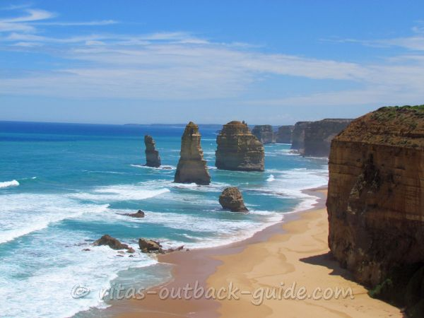 Twelve apostle, famous rock formation along the Great Ocean Road in Victoria